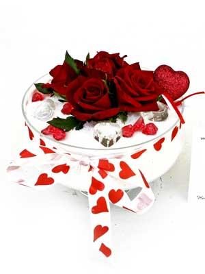 Ankara Anadolu internetten çiçek siparişi  7 adet gül cam içinde ve süslemeler şık bir çiçek
