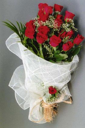 10 adet kirmizi güllerden buket çiçegi  Ankara Anadolu yurtiçi ve yurtdışı çiçek siparişi