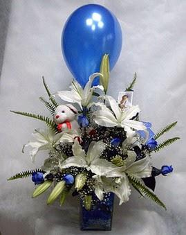 Ankara Anadolu çiçekçi mağazası  Mavi güller cam vazo oyuncak
