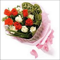 5 kirmizi 5 beyaz güllerden   Ankara Anadolu online çiçek gönderme sipariş