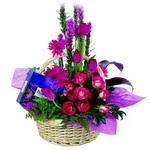 çikolata ve sepette çiçek   Ankara Anadolu çiçek gönderme sitemiz güvenlidir