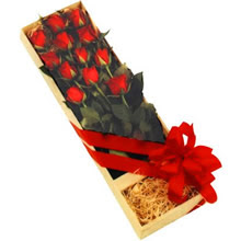 kutuda 12 adet kirmizi gül   Ankara Anadolu çiçek yolla
