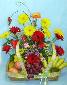 Ankara Anadolu cicek , cicekci  sepet içerisinde meyva ve çiçekler