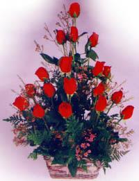 sevenlere özel sepet içerisinde 11 adet kirmizi gül  Ankara Anadolu internetten çiçek satışı