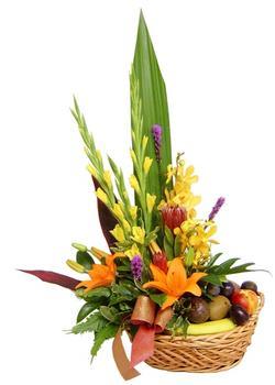 Ankara Anadolu internetten çiçek satışı  SEPET IÇERISINDE MEVSIM ÇIÇEK VE MEYVALARI