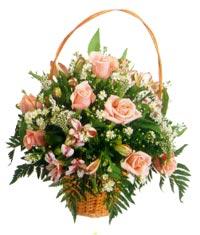 sepet içerisinde 11 adet gül ve kir çiçekleri  Ankara Anadolu çiçekçi mağazası