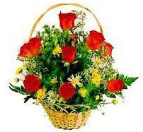 Ankara Anadolu çiçekçi mağazası  sepet içerisinde 11 adet gül ve kir çiçekleri