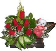 Ankara Anadolu uluslararası çiçek gönderme  Sandik içerisinde 7 adet gül , mum , oyuncak pelus