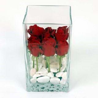 Ankara Anadolu çiçekçiler  7 adet kirmizi gül cam yada mika vazo içinde