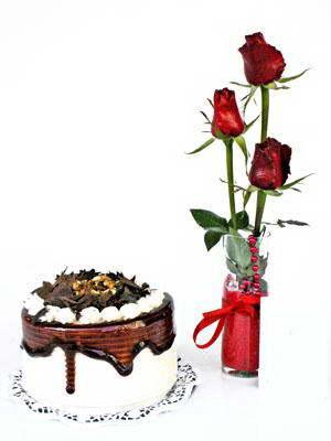 Ankara Anadolu ucuz çiçek gönder  3 adet gül cam yada mika vazoda  ve yaspasta