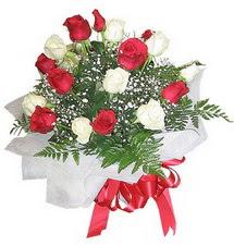 Ankara Anadolu çiçek , çiçekçi , çiçekçilik  12 adet kirmizi ve beyaz güller buket