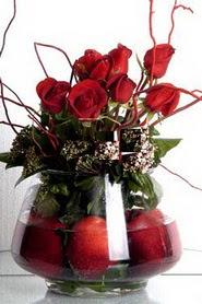 Ankara Anadolu Anadolu İnternetten çiçek siparişi   12 adet kirmizi gül ve altinda sürpriz meyva