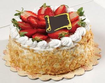 uygun pastaneler 4 ile 6 kisilik çilekli yas pasta lezzetli  Ankara Anadolu çiçek siparişi vermek
