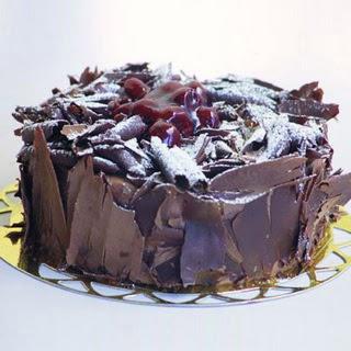 pasta yolla 4 ile 6 kisilik visneli çikolatali yas pasta  Ankara Anadolu çiçek siparişi sitesi