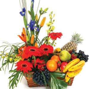 Meyva ve çiçeklerden olusmus hediye sepeti  Ankara Anadolu çiçekçi mağazası