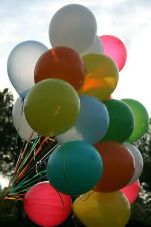 27 adet farkli renklerde uçan balon demeti