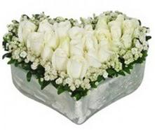 Ankara Anadolu kaliteli taze ve ucuz çiçekler  9 adet beyaz gül mika kalp içerisindedir