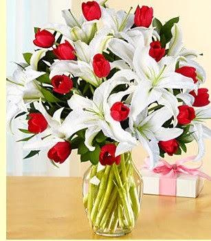Ankara Anadolu çiçek siparişi sitesi  3 kazablanka 10 kırmızı gül vazosu