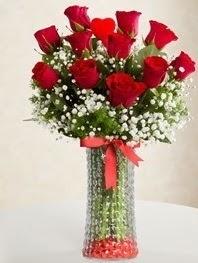 Cam vazoda 11 adet kırmızı gül kalp çubuk  Ankara Anadolu cicek , cicekci