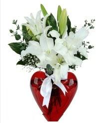 Kalp vazoda 3 kazablanka çiçeği  Ankara Anadolu Anadolu İnternetten çiçek siparişi