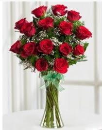 Cam vazo içerisinde 11 kırmızı gül vazosu  Ankara Anadolu anneler günü çiçek yolla
