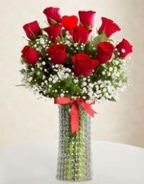 11 Adet kırmızı gül 1 adet kalp çubuk vazoda  Ankara Anadolu çiçekçi mağazası