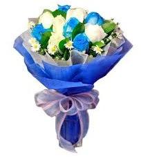 5 mavi gül 6 beyaz gülden buket  Ankara Anadolu anneler günü çiçek yolla