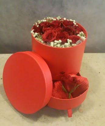 Çekmeceli kutu içerisinde çikolata ve güller  Ankara Anadolu çiçek satışı