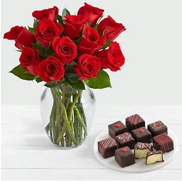 Cam vazoda 12 kırmızı gül el yapımı çikolata  Ankara Anadolu çiçek gönderme sitemiz güvenlidir