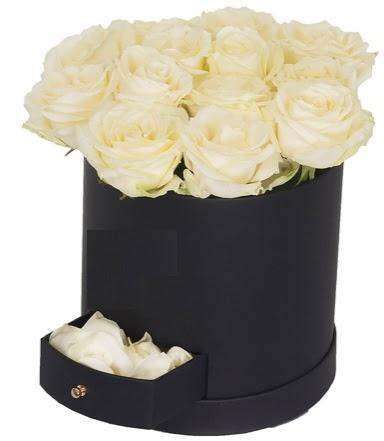 Kutu içerisinde 18 adet beyaz gül  Ankara Anadolu çiçek gönderme sitemiz güvenlidir