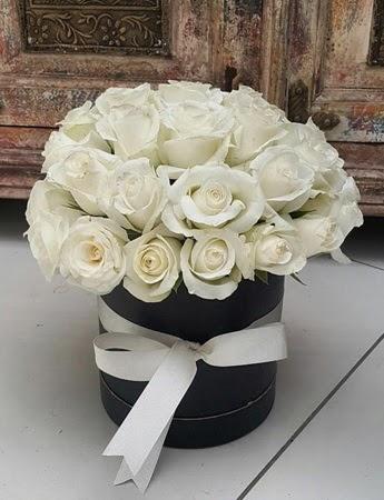 33 adet beyaz gülden görsel kutu tanzimi  Ankara Anadolu internetten çiçek siparişi
