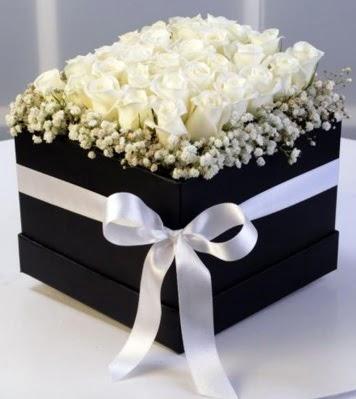 Kare kutuda 19 adet beyaz gül  Ankara Anadolu cicek , cicekci