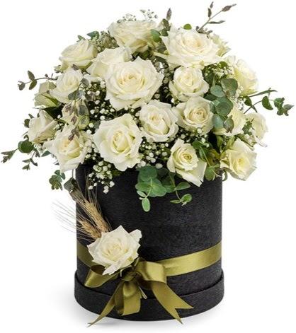 Kutu içerisinde 33 adet beyaz gül tanzimi  Ankara Anadolu çiçek mağazası , çiçekçi adresleri