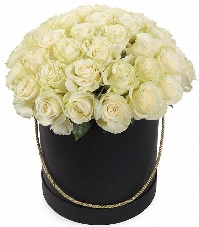 33 Adet beyaz gül özel kutu içerisinde  Ankara Anadolu internetten çiçek satışı